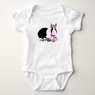 Camiseta blanco y negro del conejito de pascua mameluco de bebé