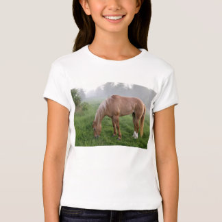 Camiseta brumosa de la yegua de la mañana polera