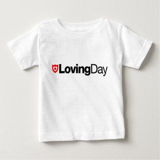 Camiseta cariñosa del bebé del día playeras