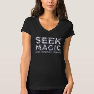 Camiseta con cuello de pico negra mágica de la playera