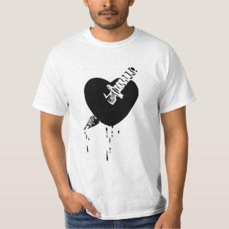 Camiseta con el cuchillo con el diseño del corazón playera