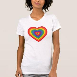 camiseta (concéntrica) del corazón del arco iris