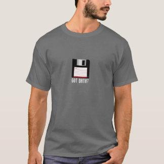 Camiseta conseguida de los datos en fondo oscuro