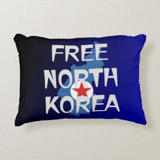 CAMISETA Corea del Norte libre Cojín Decorativo