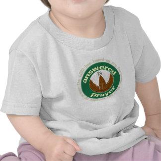 Camiseta cristiana contestada del bebé del rezo