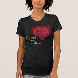 Camiseta cruzada de los corazones