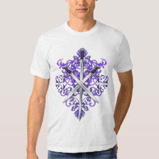 Camiseta cruzada púrpura de las espadas y de los polera