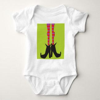Camiseta de Halloween con un diseño de los pies de Camisas