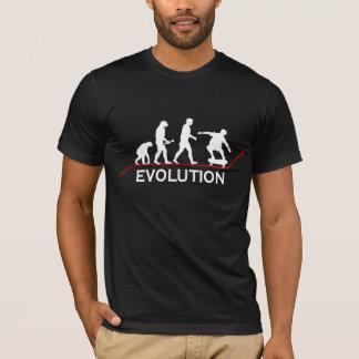 Camiseta de la evolución que anda en monopatín
