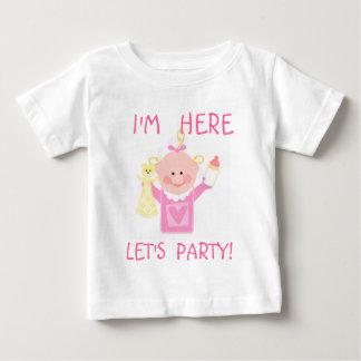 Camiseta de la invitación/de la llegada de la niña