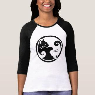 Camiseta de la manga de raglán de los gatos de Yin