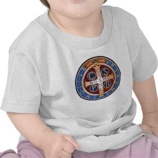Camiseta de la medalla del exorcismo del St. Bened