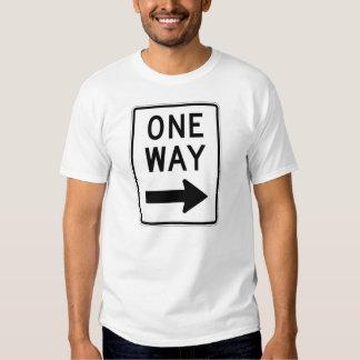 Camiseta de la muestra de calle de sentido único playeras