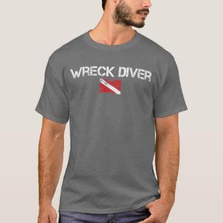 Camiseta de la oscuridad del buceador de la ruina