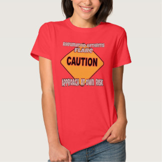 Camiseta de la precaución de la llamarada de la playeras