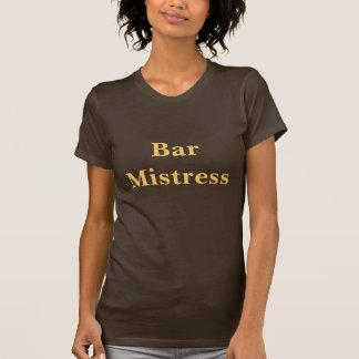 Camiseta de la señora de la barra del café