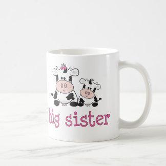 Camiseta de la vaca de la hermana grande tazas