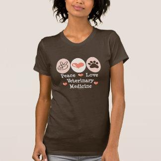 Camiseta de la veterinaría del amor de la paz