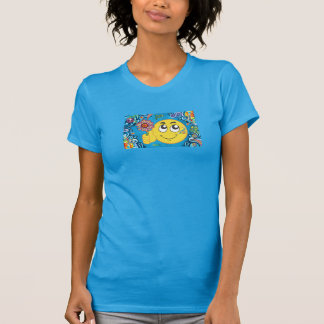Camiseta de las adolescencias de la mujer sonrient