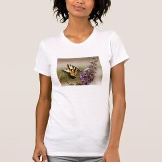 Camiseta de las señoras de la mariposa