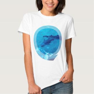 Camiseta de las señoras de los pares del tiburón remeras