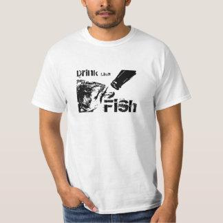 Camiseta de los pescados de Lika de la bebida