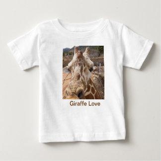 Camiseta del amor de la jirafa playeras
