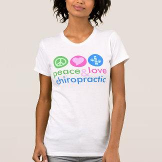 Camiseta del amor y de la quiropráctica de la paz camisas