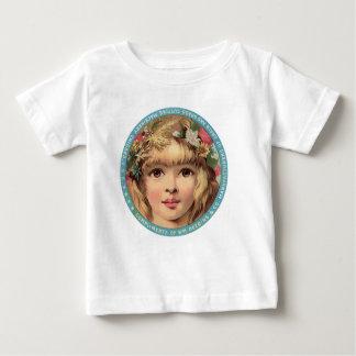 Camiseta del anuncio del vintage, chica con las camisas