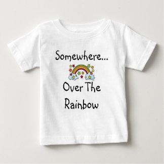 Camiseta del arco iris del niño