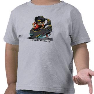 Camiseta del ataque del tiburón