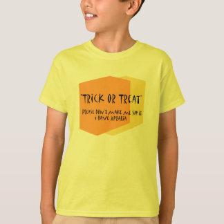 Camiseta del autismo del truco o de la invitación