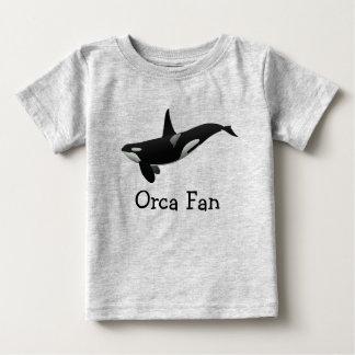 Camiseta del bebé de la orca de la natación playera