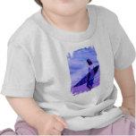 Camiseta del bebé de la persona que practica surf