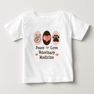 Camiseta del bebé de la veterinaría del amor de la