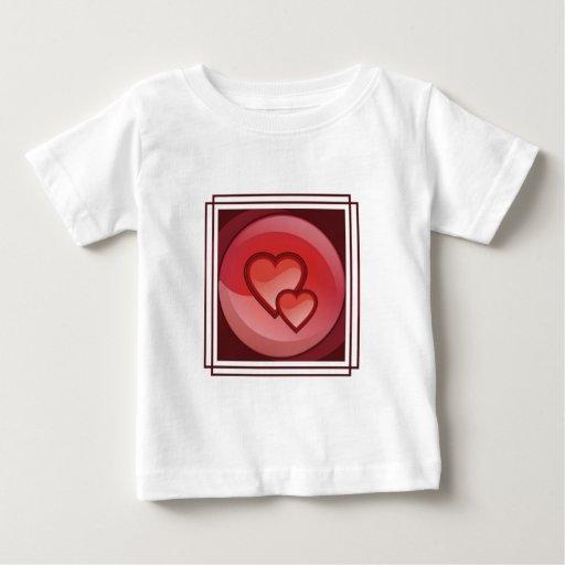 Camiseta del bebé del diseño del corazón