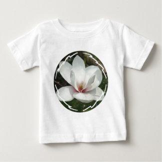 Camiseta del bebé del flor de la magnolia