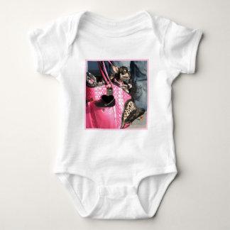 Camiseta del bebé del perro de la chihuahua mameluco de bebé