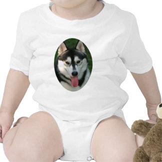 Camiseta del bebé del perro de trineo