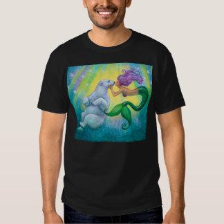 Camiseta del beso del oso polar de la sirena playera