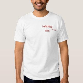 Camiseta del brazo que se mueve (brazo izquierdo) poleras