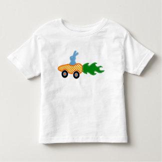 Camiseta del coche de la zanahoria del conejito polera