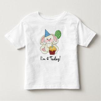 Camiseta del conejito del cumpleaños