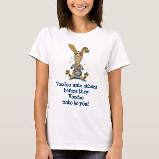 Camiseta del conejito del vudú