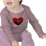 Camiseta del corazón de la bandera de Angola