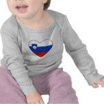 Camiseta del corazón de la bandera de Eslovenia