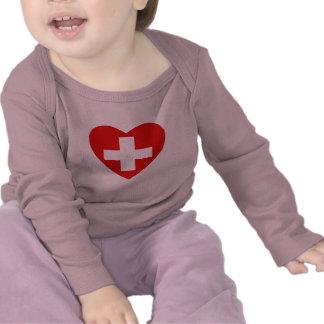 Camiseta del corazón de la bandera de Suiza