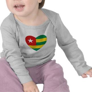 Camiseta del corazón de la bandera de Togo