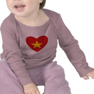 Camiseta del corazón de la bandera de Vietnam