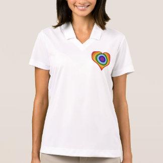 Camiseta del corazón del arco iris